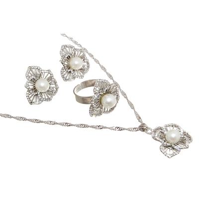 """Гарнитур 3 предмета: серьги, кулон, кольцо безразмерное """"Жемчужинка"""", цвет белый в серебре, 45см"""