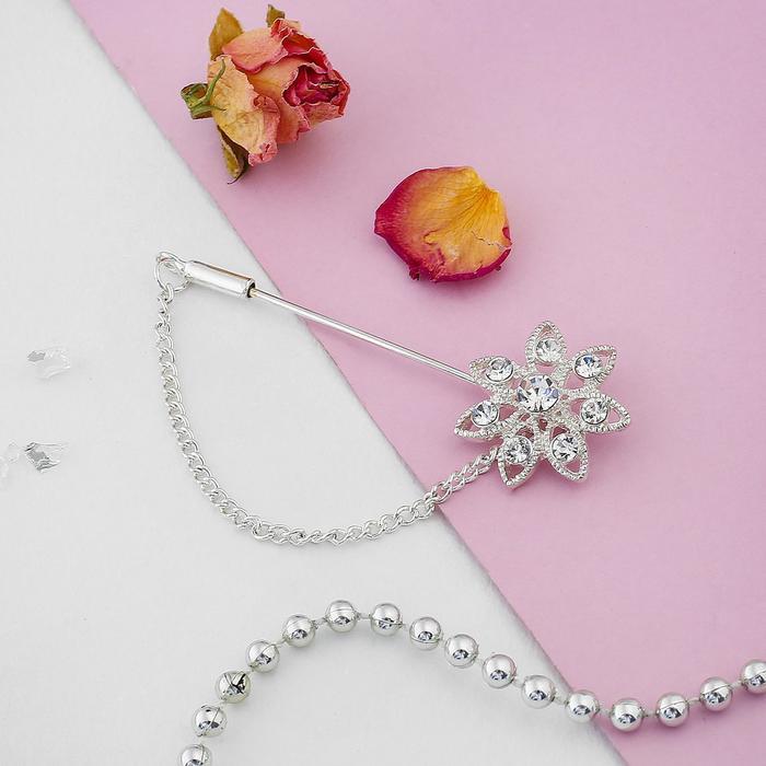 """Булавка """"Цветочек"""" с цепочкой, 5 см, цвет белый в серебре"""
