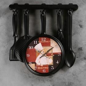 """Часы настенные, серия: Кухня, """"Столовые приборы"""", черные, на циферблате повар, 40х42 см"""
