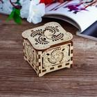 Шкатулка маленькая деревянная с резными элементами, 5,8х5,8х4,9 см