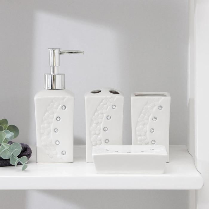 "Set of bathroom accessories, 4 piece ""Floral relief"""