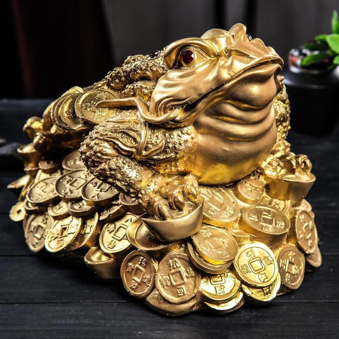 "Копилка ""Жаба на монетах"", глянец, золотистый цвет, 24 см"