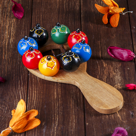 Maracas with balloons and plates
