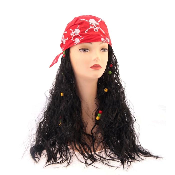 Карнавальный парик с красной банданой с черепами в волосах цветные бусины