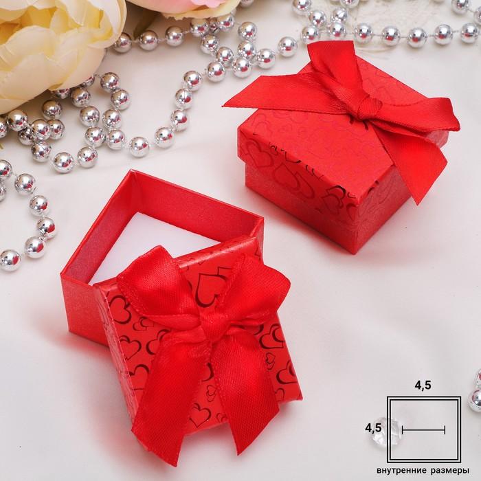 """Коробочка подарочная под кольцо """"Блестящие сердца"""" 5*5, цвет красный, вставка белая"""