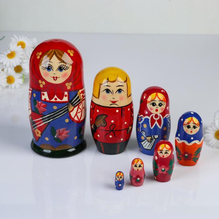 Матрёшка «Балалайка», красный платок, 7 кукольная, 17 см, микс