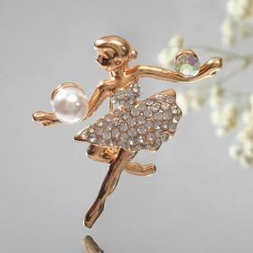 """Брошь """"Балерина с мячами"""", цвет белый в золоте"""