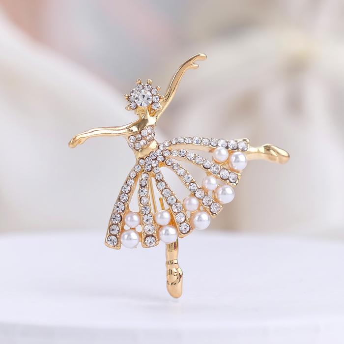 """Брошь спортивная """"Балерина"""" с бусинками, цвет белый в золоте"""