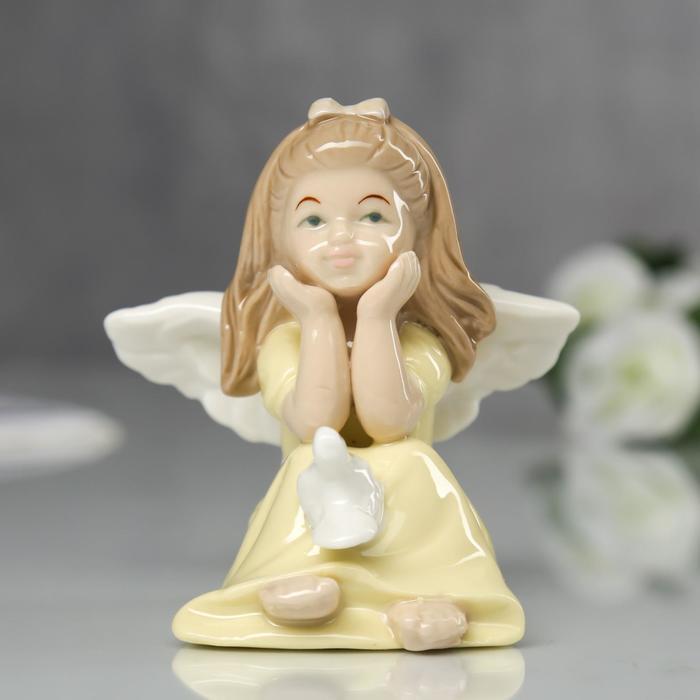 """Сувенир """"Ангелочек в жёлтом платьице с голубем"""""""