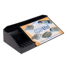Подставка под календарь, чёрная, отделение для ручки, дополнительные отделения для канцелярских мелочей