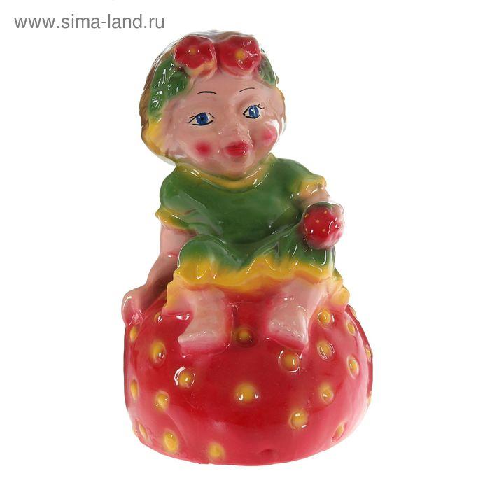 """Садовая фигура """"Девочка на клубнике"""""""