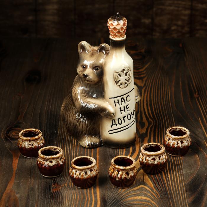 """Штоф с рюмками """"Медведь: нас не догонят"""" 7 предметов, 0,7 л"""