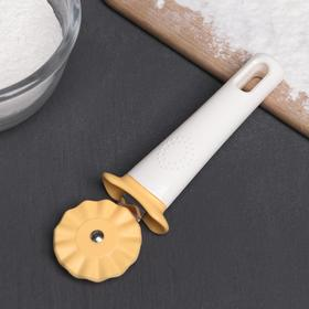 "A pizza cutter and dough ""Vanilla"" 17 cm"
