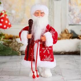 Дед Мороз, в красной шубе и валенках, с посохом