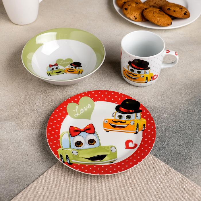 Набор детской посуды «Влюблённые машинки», 3 предмета: кружка 230 мл, миска 400 мл, тарелка 18 см - фото 105458220