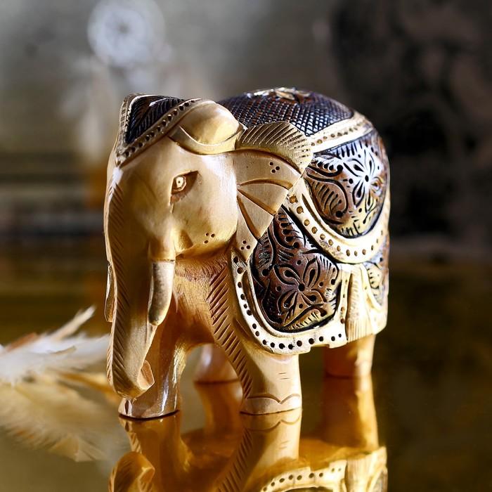 "Souvenir ""Elephant Raipur"" carved in gold"