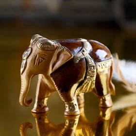 "Souvenir ""Happy elephant"" carved in gold"