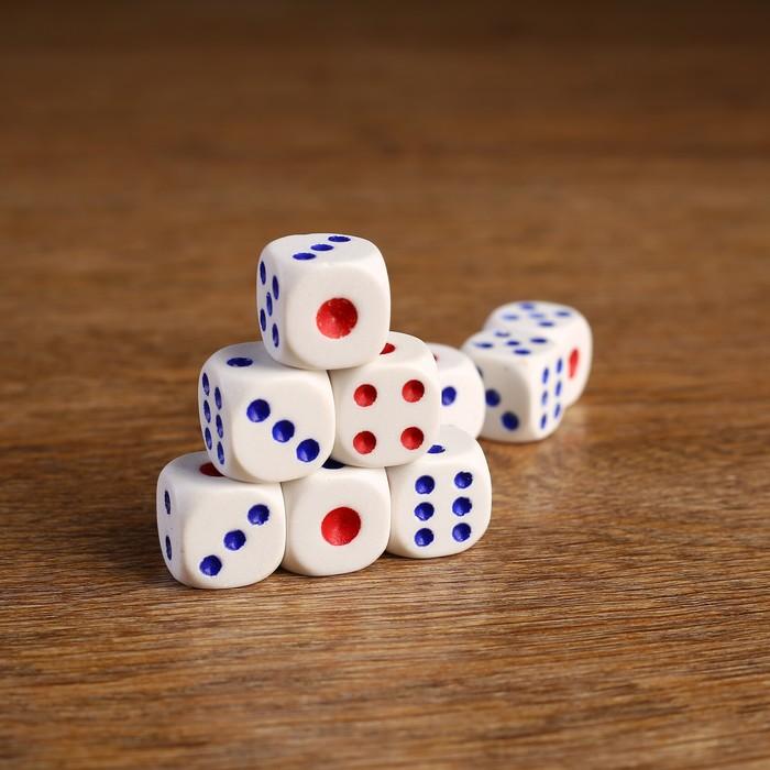 Кости игральные 1,8 × 1,8 см, белые с цветными точками, фасовка 100 шт.