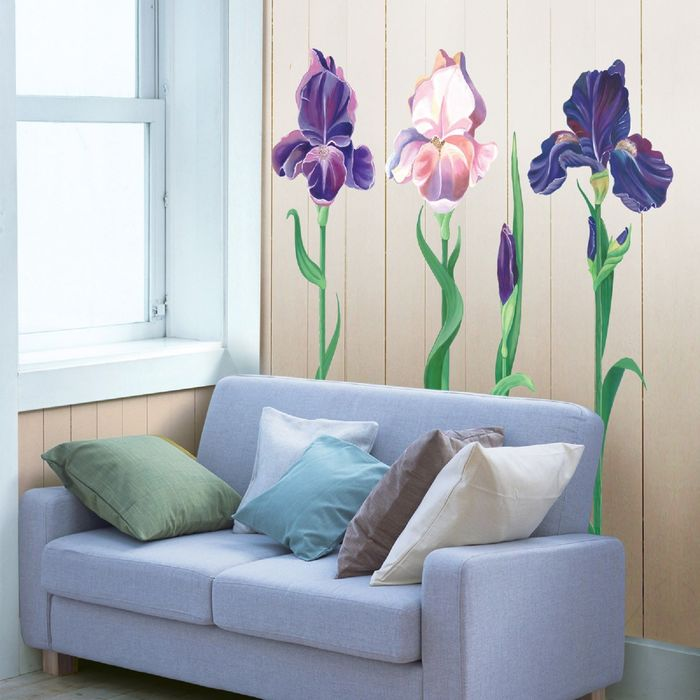 Стенгазета с цветами и пожеланиями на лепестках том