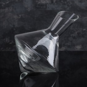 1.5 L decanter with oblique cut.